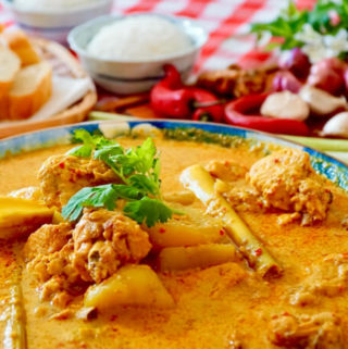 Chicken Curry: This chicken curry dish has been my family's favourite picnic meal since my children were young. Now they are grown up and have their own families. However this dish still brings us together and reminds us of those happy memories! This dish goes best with french loaf or steaming hot white rice, so be sure to cook extra rice to go with it!