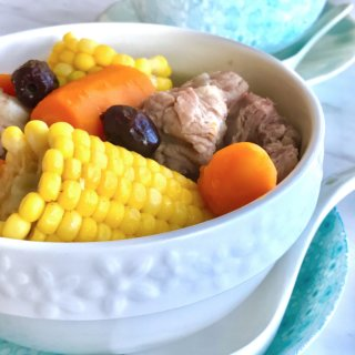 Sweet Corn Pork Rib Soup Recipe: Sweet corn pork rib soups belongs to the 煲汤 (Po Tong in Cantonese) class of soups, which are more elaborate and take more than 2.5 hours to simmer. Kids love this soup for its natural sweetness and beautiful colours!