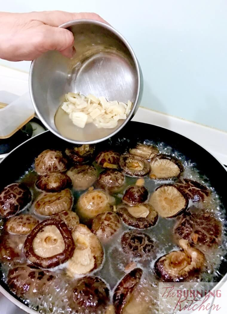 Adding scallop water to braised mushrooms