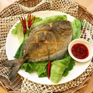 Ultra Crispy Fried Pomfret Recipe Ever wonder how to make fried Pomfret that is so ultra crispy that even the fins and tail can be eaten? The secret lies in coating it in a 'magic powder' - can you guess what it is?