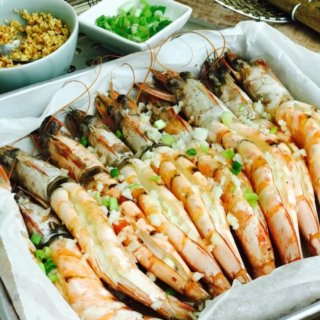 Steamed Garlic Butter Prawns