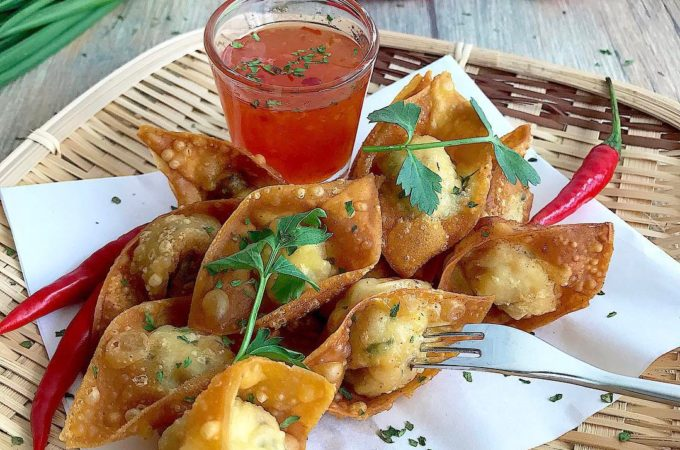Crispy Wonton with Thai Sweet Chilli Sauce