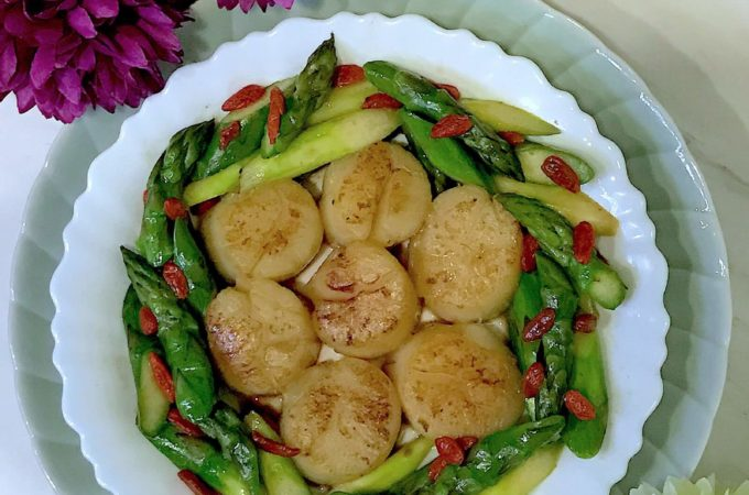 Seared Scallops with Asparagus