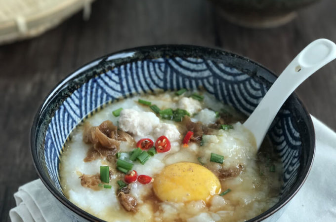 Pork Meatball Congee With Scallops: Don't you simply love the thick, creamy consistency of the congee served at top-notch Cantonese restaurants? Today I will teach you how to make this sweet and flavourful pork meatball congee at home, without the hours of simmering / slow cooking typically needed to achieve such a texture.