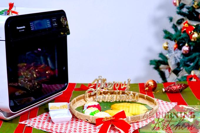 Christmas-themed Thai Mango Sticky Rice in white, green and red, and Panasonic Cubie Oven