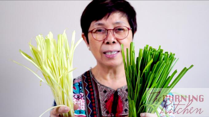 Showing the difference between chinese chives and dragon chives