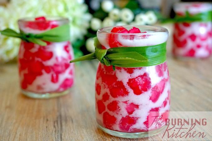 Thai Red Ruby In Coconut Milk Tub Tim Grob