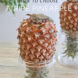 6 Tips on How to Choose A Ripe Pineapple: Pineapples are one of the tricky fruits to choose, as you can't always tell from the colour alone whether or not the pineapple is ripe. To choose a good pineapple, you have to make use your different senses.