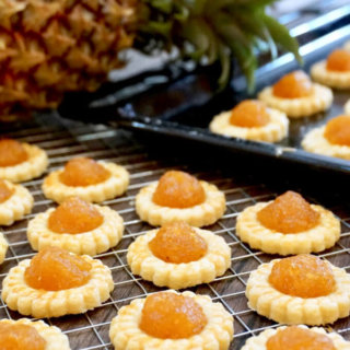 Highly Addictive Homemade Pineapple Tarts (凤梨挞 / 黄梨挞)
