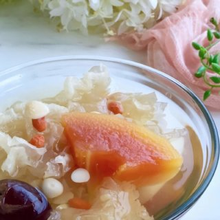 Papaya and Snow Fungus Dessert in a glass bowl