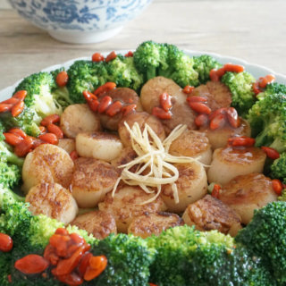 Seared Scallops with Broccoli