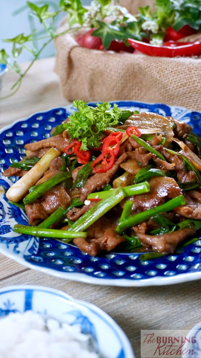 Stir Fried Beef with Ginger and Spring Onions is a household dish for many Chinese. It's simple to make, but tricky to get it right. Find out the secrets of mastering this deceivingly simple dish with this article! #jiangcongniurou #beefwithginger #theburningkitchen #tbk
