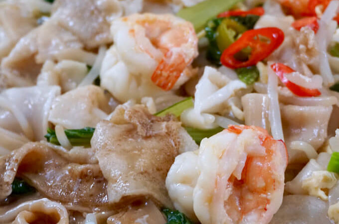 Wat Tan Hor Fun (Silky Egg Hor Fun with Prawns)