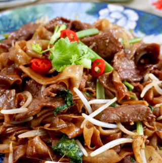 Dry-Fried Beef Hor Fun (干炒牛河) Recipe - Step by step photos and recipe video tutorial by The Burning Kitchen